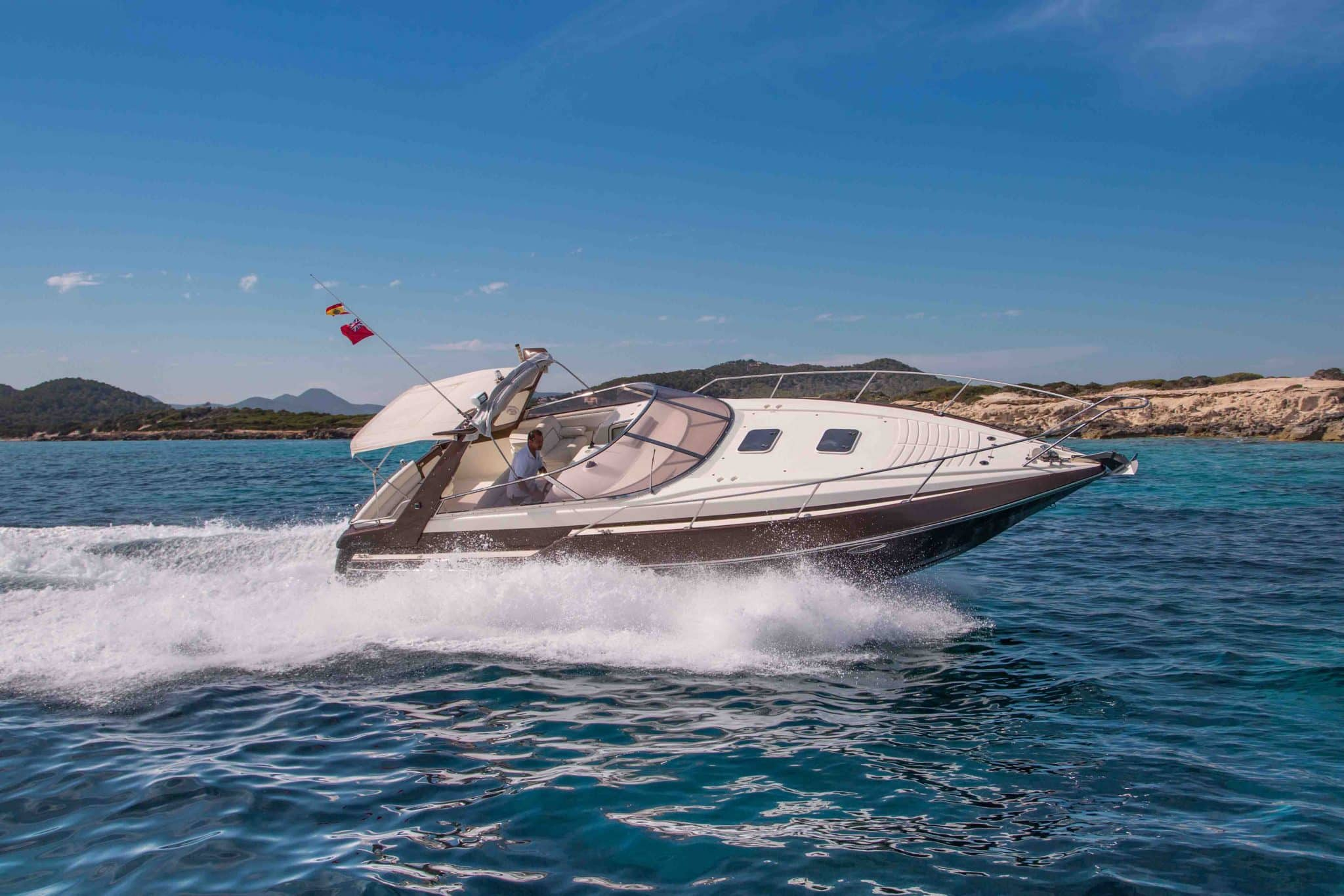 The Sunseeker San Remo 35 cruising at high speed in Salinas
