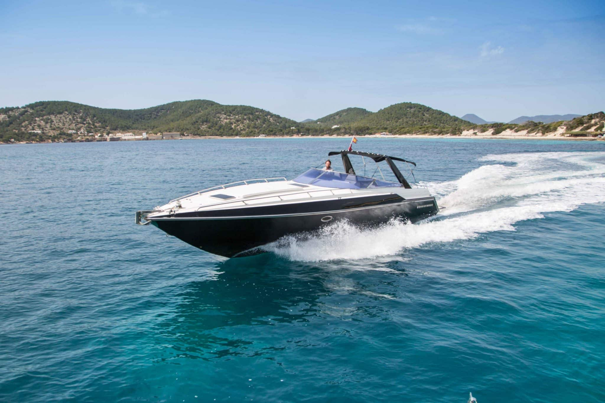 The Sunseeker Thunderhawk cruising in the bay of salinas