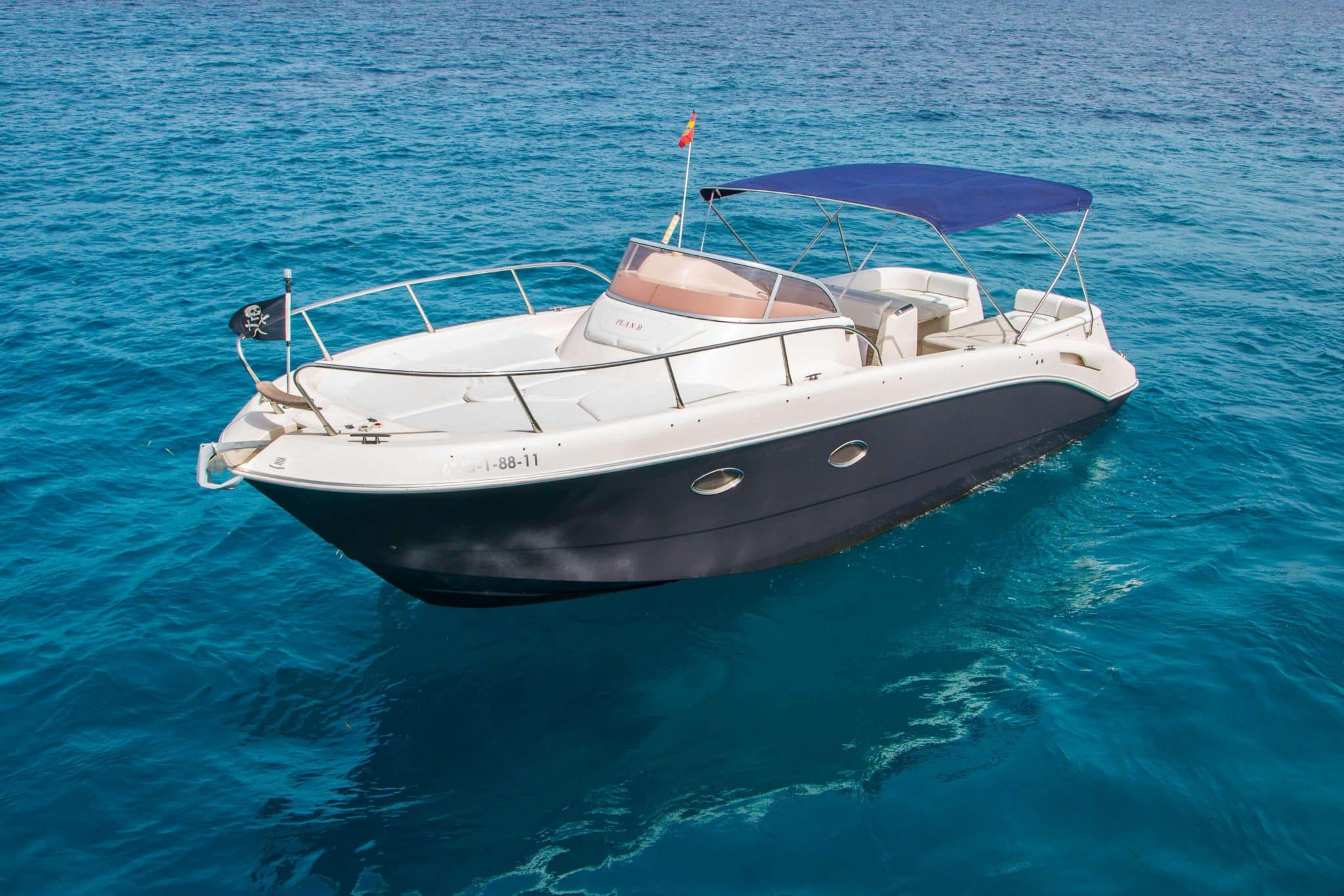 Side view of the Mano Marine 29